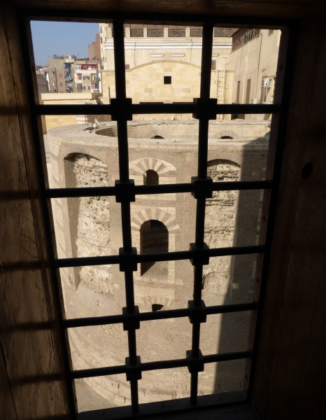 01d 201412_29 Old Cairo - Roman water tower - view from St Marys Church