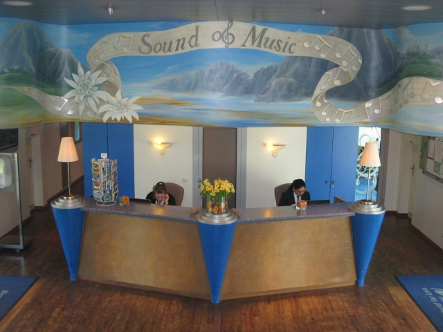 02 Sound of Music Cruise-Reception Desk