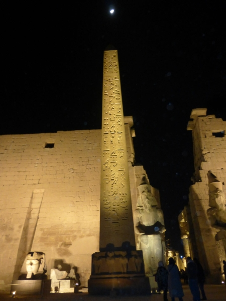 04 201412_28 Temple of Luxor (with moon)