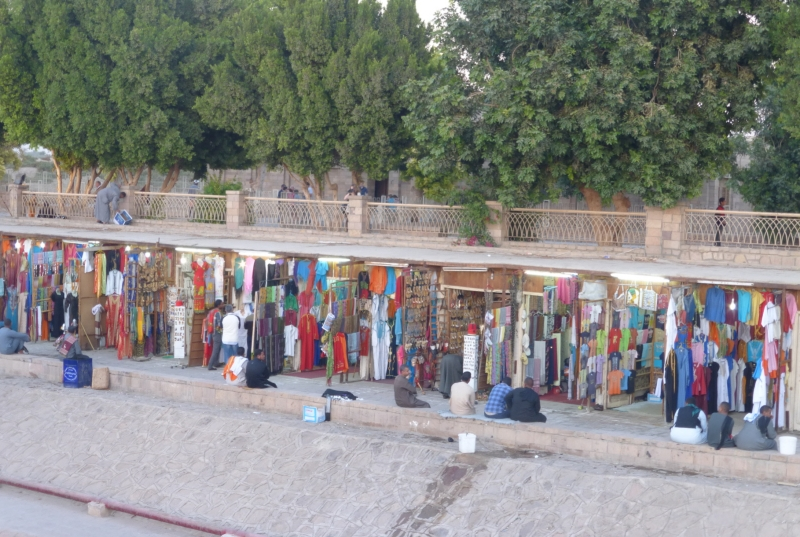05 201412_24 Kom Ombo Tourist Market by Nile